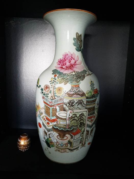 A Large Famille Rose Porcelain vase - China - late19th/early 20th