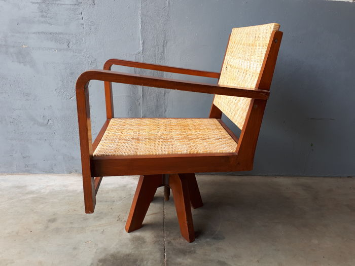 Unknown designer - Wooden desk chair with reed upholstery, with a cubistic