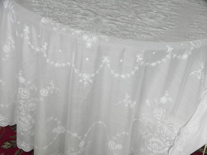 3 Large Festive Vintage Tablecloths Embroidery Diameter Catawiki