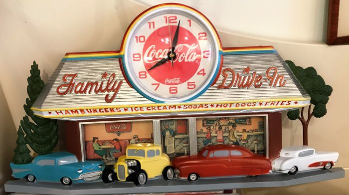 Coca Cola display met uurwerk Family Drive In – 1988