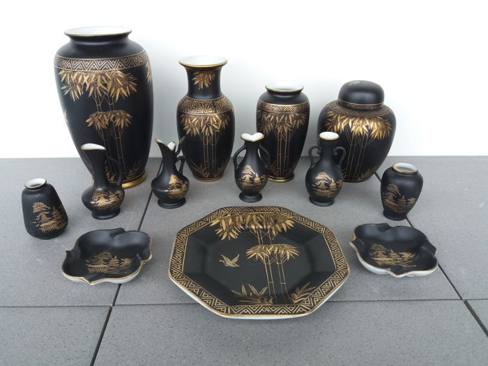 Japanese Porcelain - 13 pieces - matte black and golden decoration - Japan - second half of the XX century