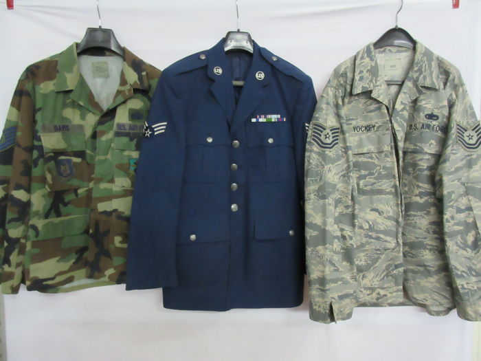 Lot van U.S. Air Force tuniek en digital en woodland camouflage jas.