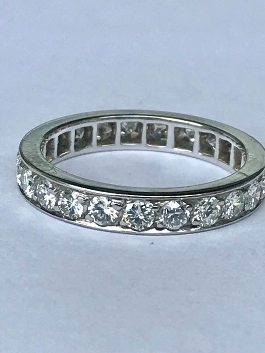 American wedding ring in 18 kt white gold and Top Wesselton diamonds of 1.38 ct
