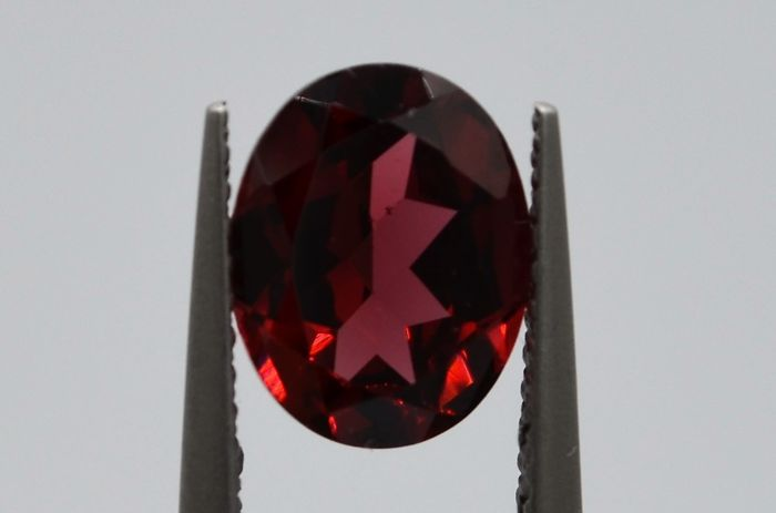 Almandite Garnet - Deep Red - 2.25 ct **No Reserver Price**