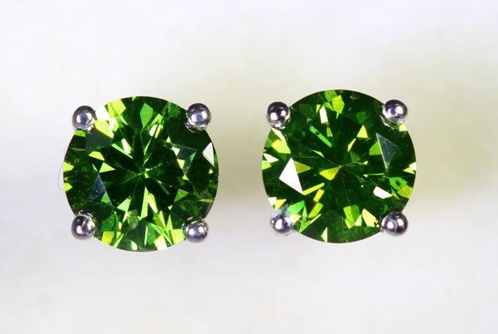 No Reserve Price - 18kt White Gold Earrings With Green Diamonds of a Total of 1.30 ct