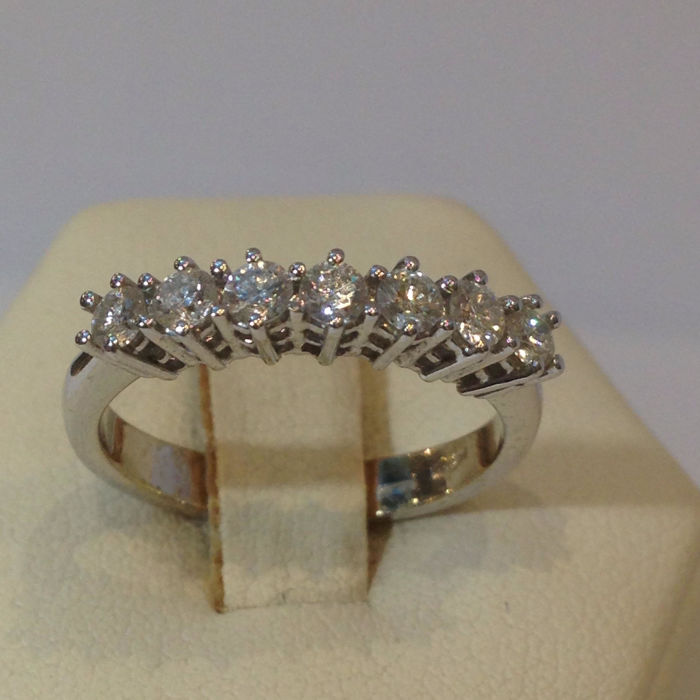 Ring in 18 kt (750/1000) white gold, eternity ring band
