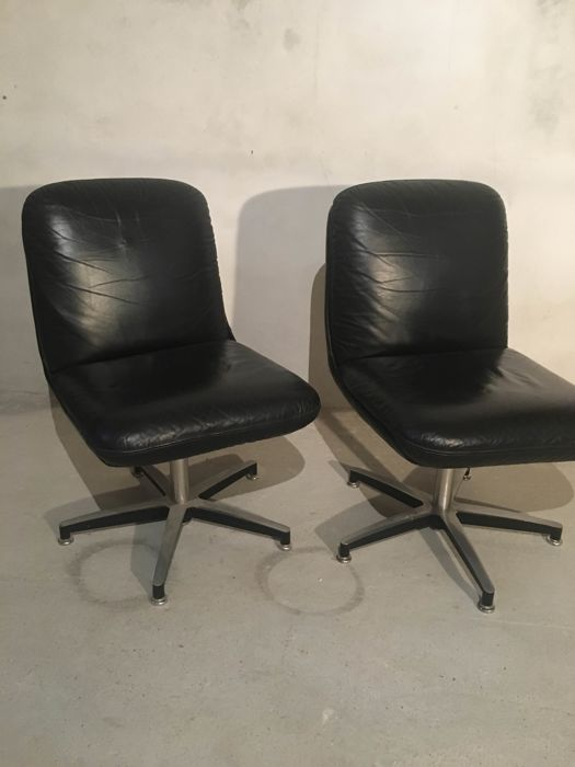 Pair of swivel chairs - leather chairs - 1980s - Italy