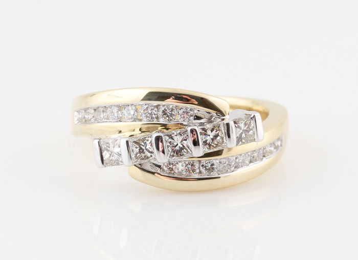 14 kt yellow and white diamond ring / G-H-VS1-SI1 diamonds in total 0.96 ct / ring size 66.5 / weight 6.60 g