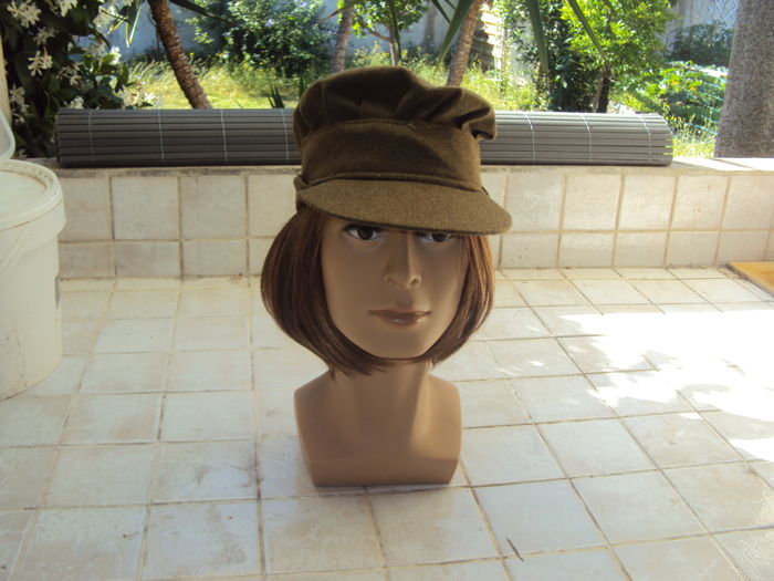 Head of woman mannequin with cap of female British auxiliary WW2