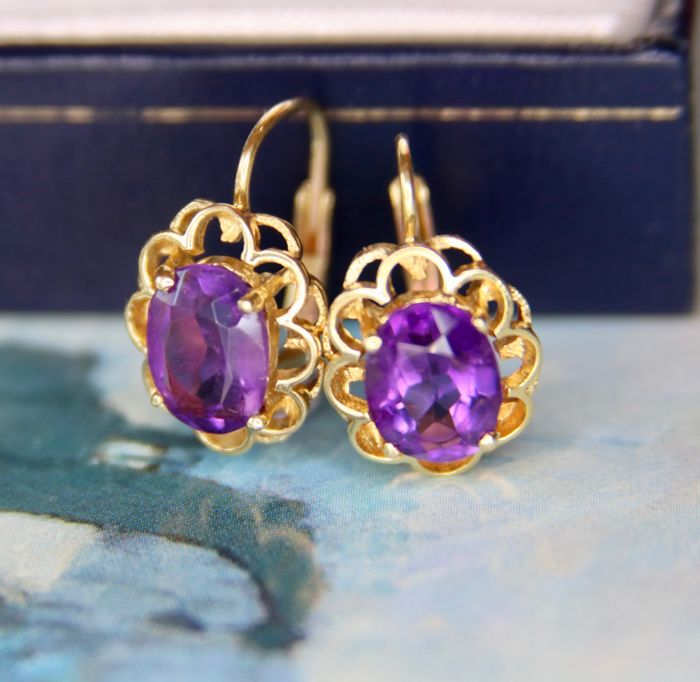 Gold earrings 585/14 kt with natural oval faceted Amethyst approx. 1.40ct and antique locks.