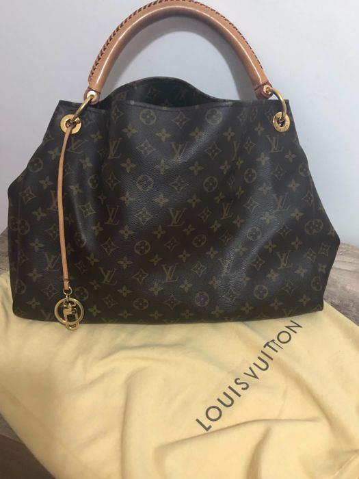 Louis Vuitton - Artsy MM Handbag