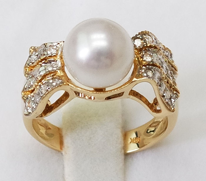 14KT Yellow Gold Ring  , 8mm Saltwater Japanese Akoya Cultured Pearl  , 20 Round Cut 0.14ct Diamond , Size M 1/2