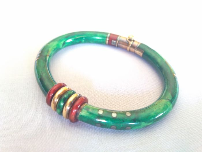 La Nouvelle Bague Bracelet, 29.75 grams, 18 kt gold, green enamel, hallmarked, made in Italy.  Interior 6 x 4.8 cm, exterior 7.6 x 6.8 cm