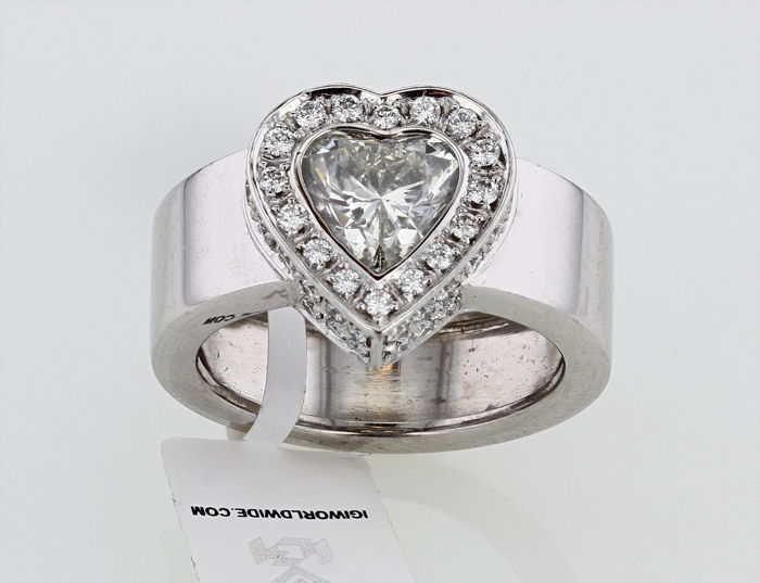 18 kt white gold ring with approx. 2.10 ct heart cut diamond H/I-SI ring size: 54