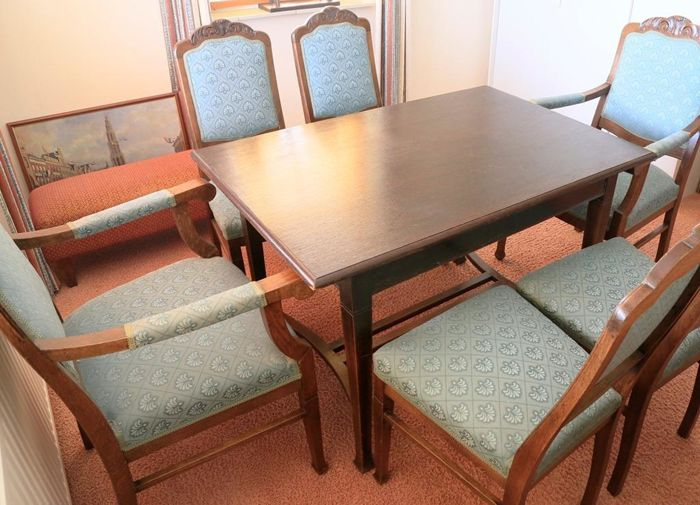 An Oak Dining Table With Six Chairs, First Half 20th Century