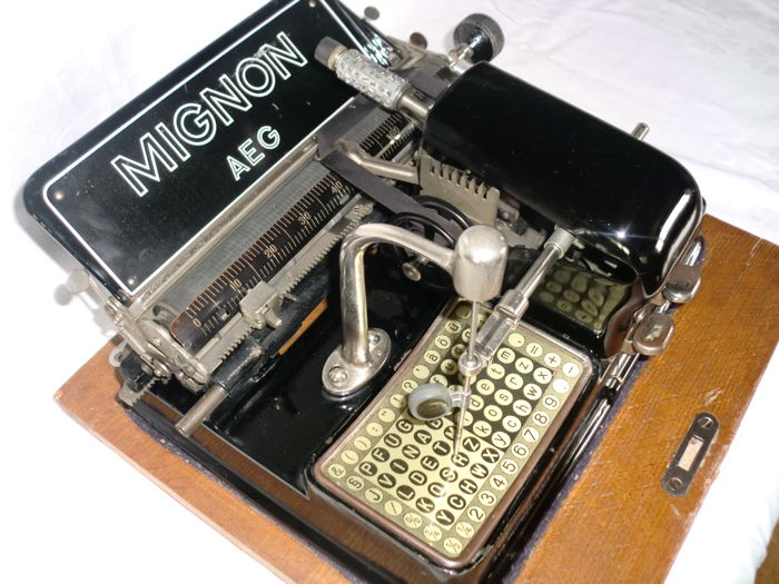 Typewriter Mignon model 4 from 1926