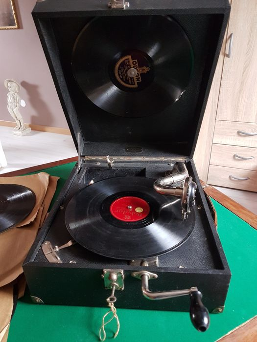 Antique Travel Portable Galaberd Paris Phonograph Gramophone. Made in France with 10 Records