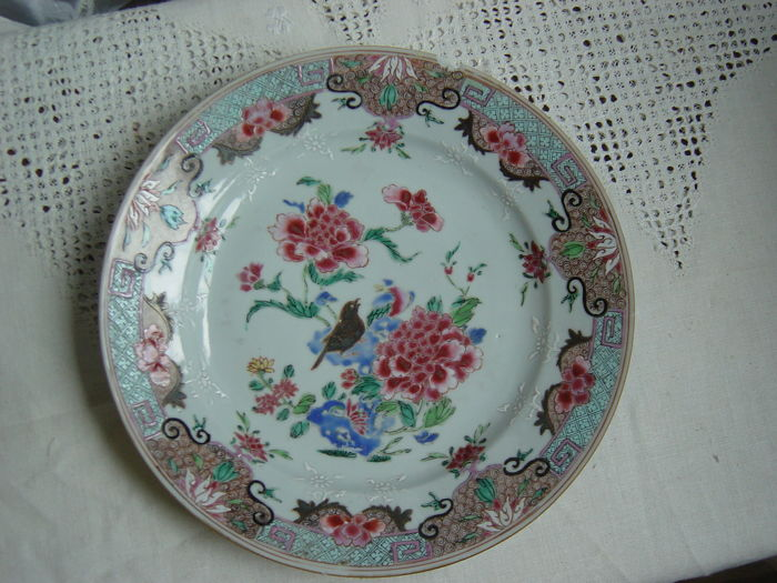 A porcelain Famille Rose Yongzheng dish - China - 18th century
