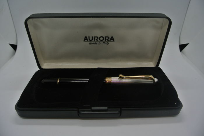 Aurora Nuova 88 Solid 925 Sterling Silver Cap 14 kt Gold Nib with Case