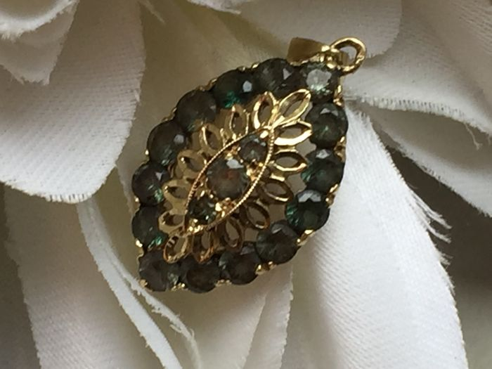 Gold pendant with Emerald, no reserve