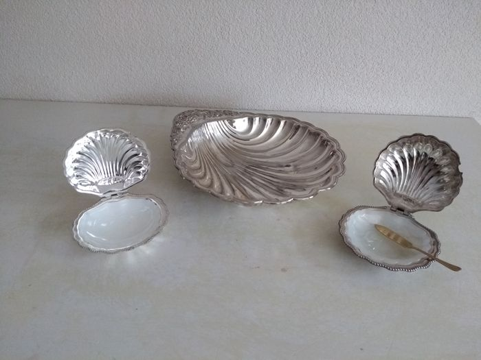 Falstaff silver plated shell dish and two silver plated caviar/butter trays, England