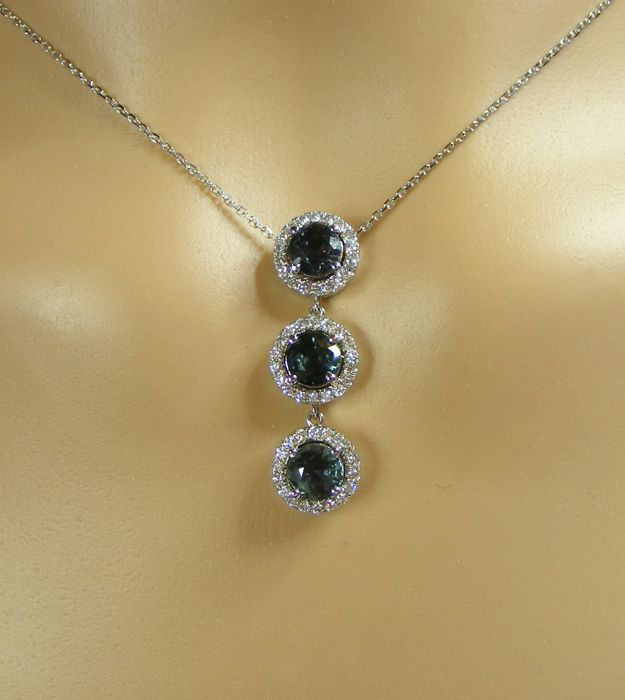 Jewellery Necklace, 4.21 ct, with 3 unheated exceptional VVS1 100% natural blue Sapphires, Diamonds, and 18 kt gold - length: 42 cm - 3 Certificates from the GIA laboratory