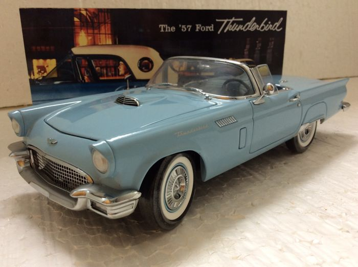 Precision 100 Collection - 1:18 -  1957 Ford Thunderbird