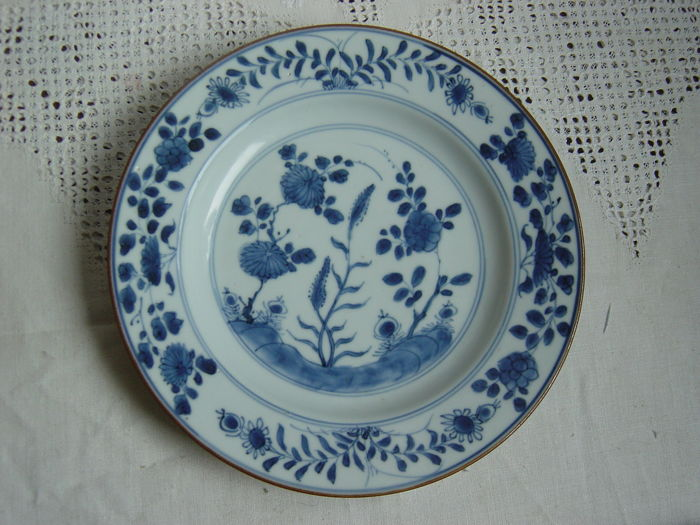 An export porcelain Qianlong dish - China - 18th century