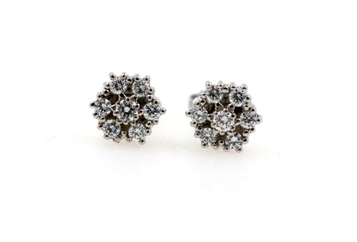 14 kt white gold ear posts with 0.50 ct diamonds - size: 8 mm in diameter