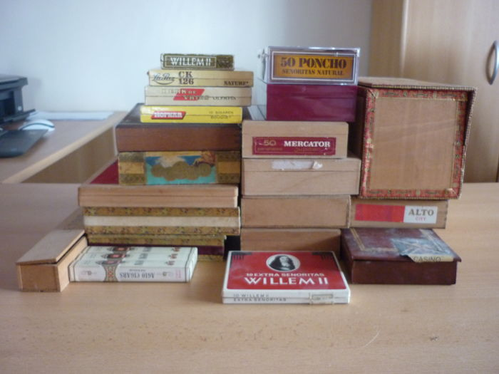 Lot of 354 cigars with 24 boxes
