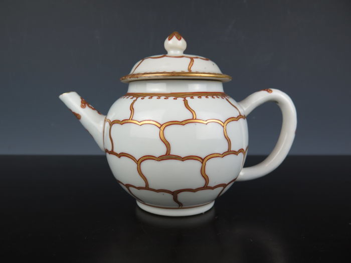 Porcelain teapot with lid - China - 18th century (Yongzheng period)