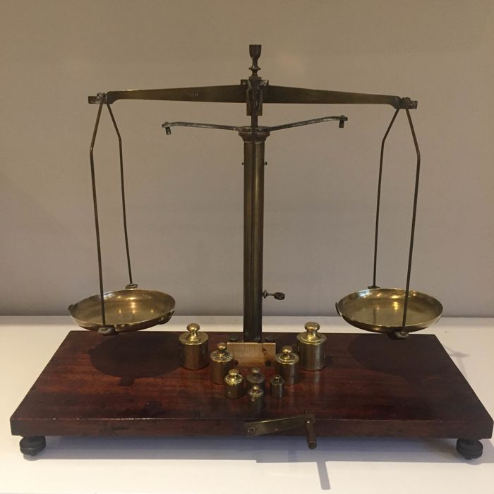 """Trebuchet"" balance in wood and copper + series of brass weights - France - circa 1900"
