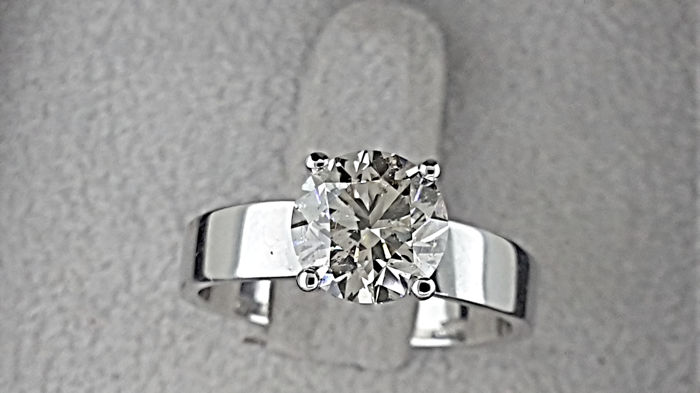 1.82 carat Round Diamond Solitaire Engagement Ring in Solid White Gold 14K