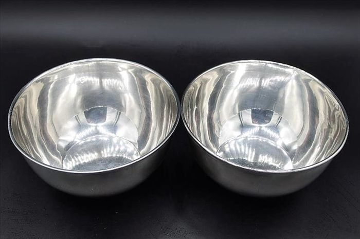 Pair of sterling silver bowls signed by the Spanish silversmith Durán
