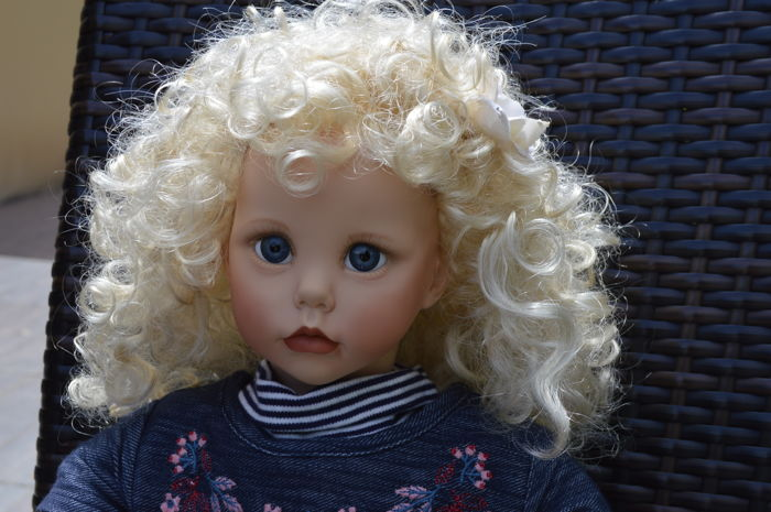 "Hilary doll by Dianna Effner 65 cm (made of vinyl and fabric) 1987 ""the ultimate collection"" has never been played with"
