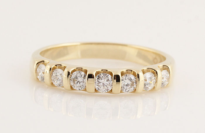 14 kt gold diamond ring of 0.50 ct / 7 G-H VS1-VS2 brilliants / weight: 3.50 g / ring size: 56
