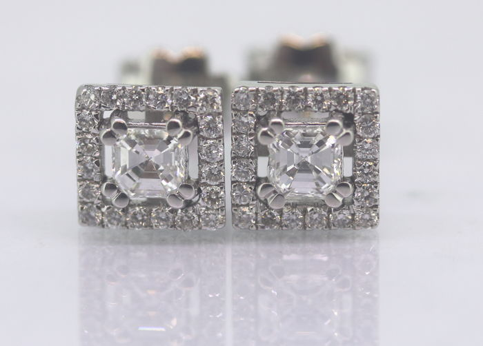 Ear studs set with 0.50 ct radiant-cut diamonds & 40 brilliants ***No reserve price***