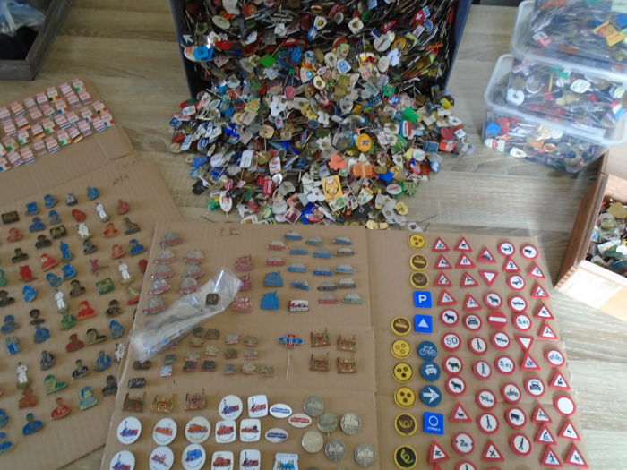 Huge collection of pins, over 7000 pieces