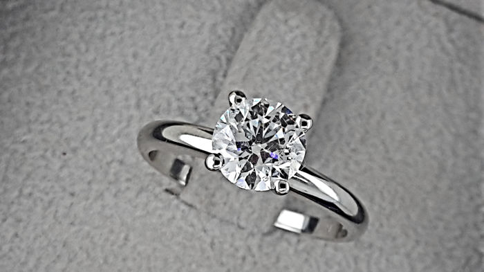 AIG 1.10 carat D/VS2 Round Diamond Solitaire Engagement Ring in Solid White Gold 14K - size 7