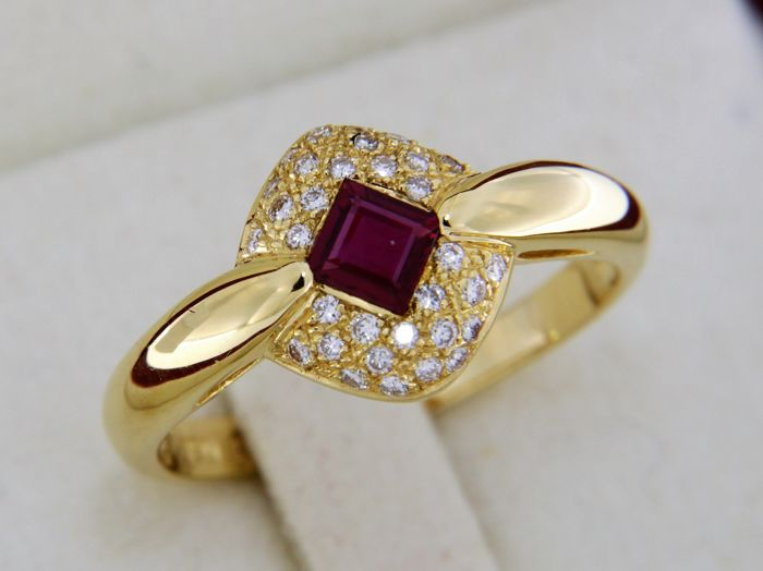 18 kt gold ring - Ruby and diamonds - Size: 56