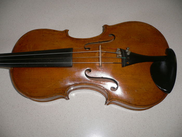Beautiful 4/4 German Stradivarius copy, nice tone, ready to play, clean, beautiful back