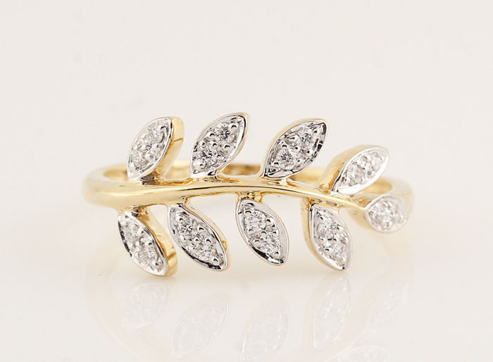 14 kt yellow gold diamond ring in total 0.17 ct / 18 round brilliants / G-H-VVS2-VS1 / weight: 2.50 g ring size: 57 ring size