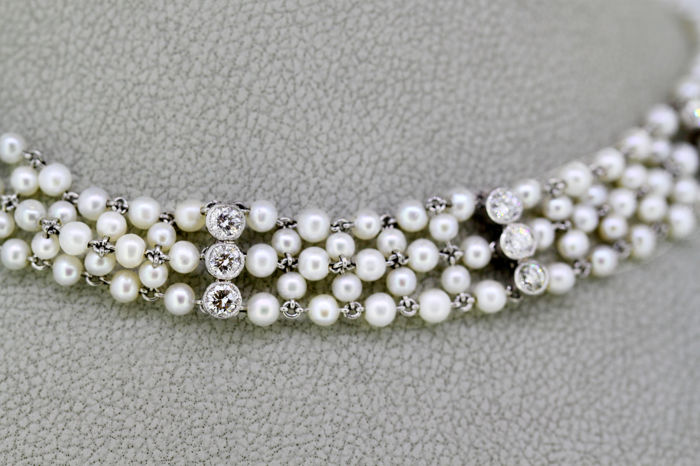Art Deco Ladies Platinum Freshwater Pearl Choker Necklace With Diamonds (1.05 CT) France Circa.1920's