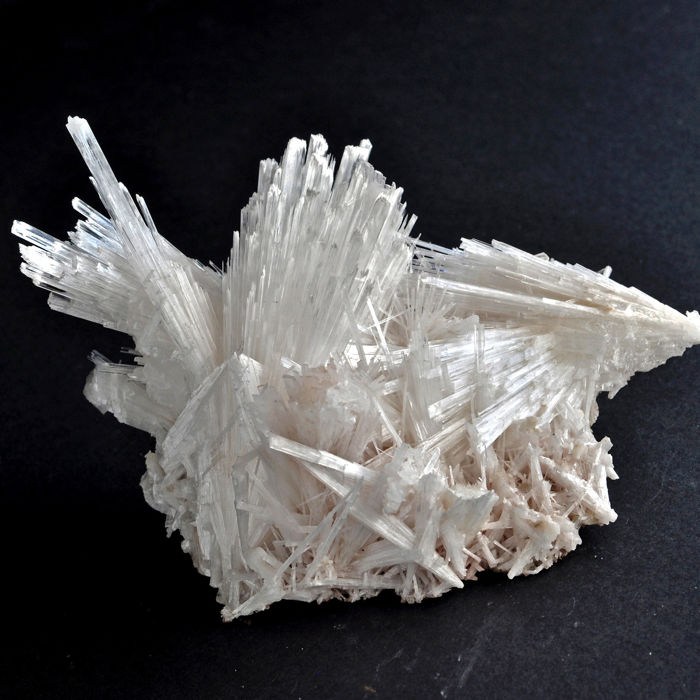 Wonderful snow white Scolecite Krystalklynge - 12.5 X 9.4 X 8.7 Cm - 306 Gm