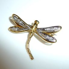 Artistic dragonfly as a brooch in 18 kt / 750 gold/white gold 10 diamonds approx. 0.15 ct.