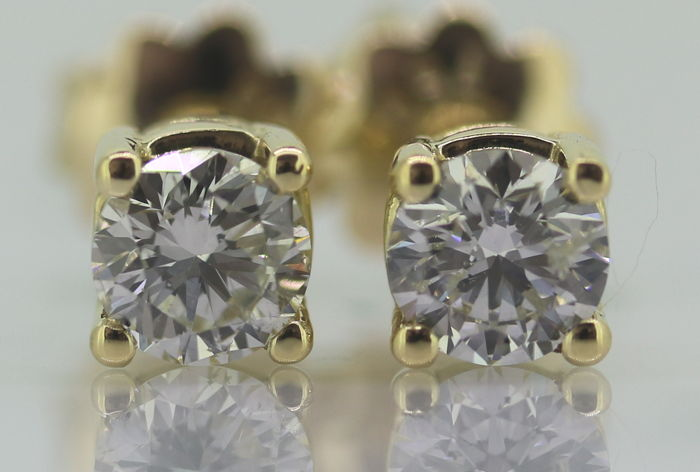 Solitaire ear studs set with 2 brilliant cut diamonds of 0.88 ct in total
