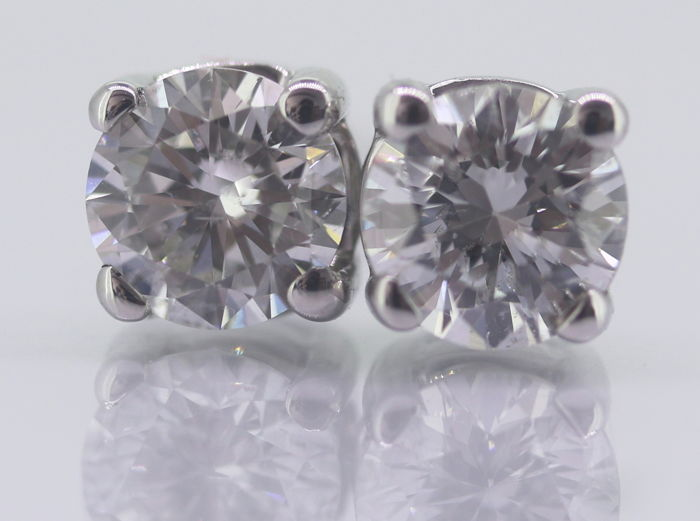 Solitaire ear studs set with 2 brilliant cut diamonds 0.90 in total