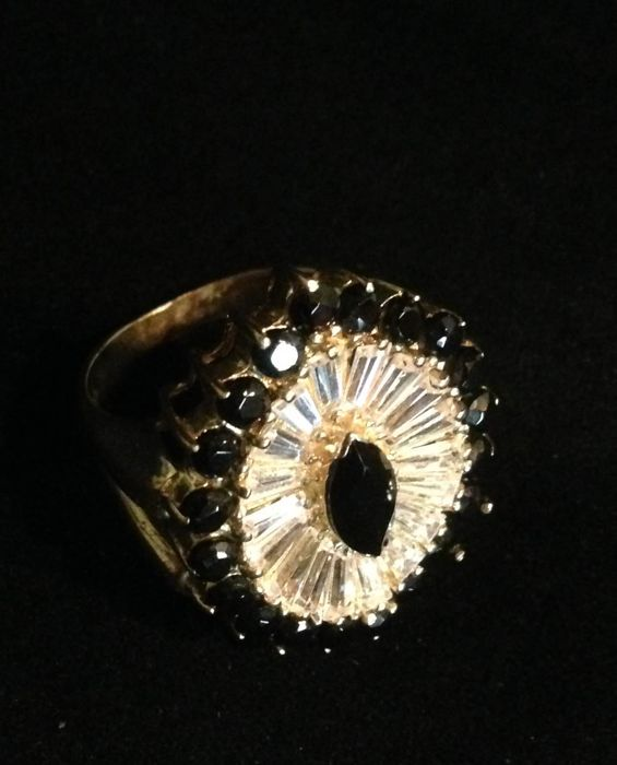 Ring in 585/1000 yellow gold with lapis lazuli and treated diamonds, with IGL certificate