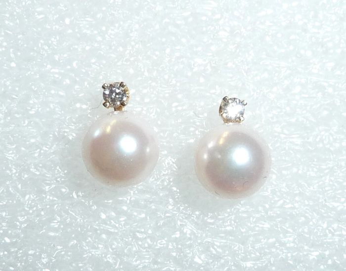 Earrings 14 kt / 585 gold with 2 cultivated Akoya pearls + diamonds 0 06  ct