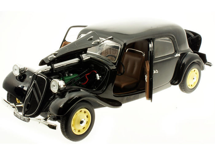 Solido - 1:18 - Citroen Traction 11CV - Kleur Zwart